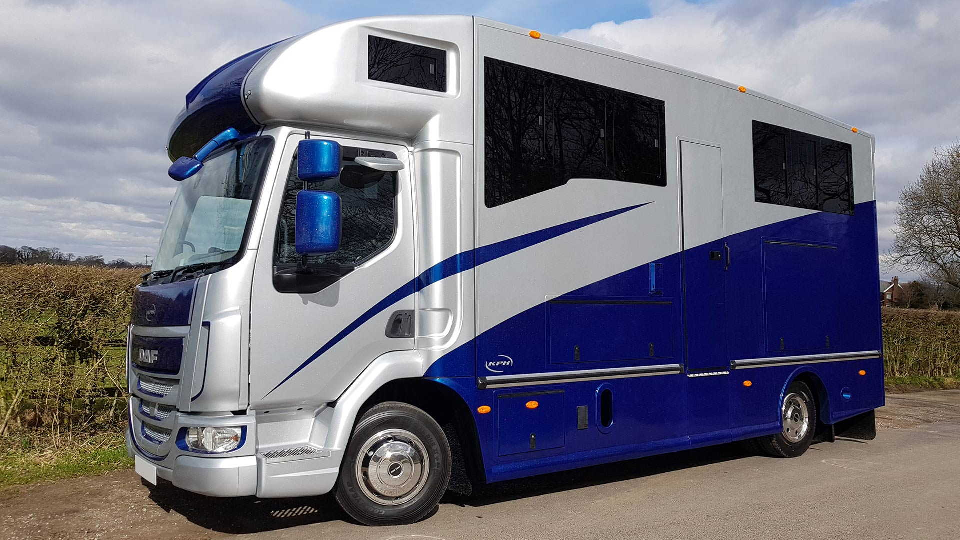 Helios 7.5 tonne horseboxes