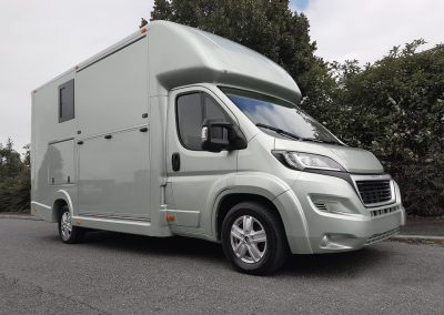 Aeos 3.5 tonne Compact horsebox in light silver