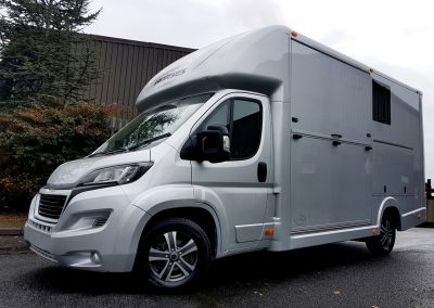 Aeos 3.5 tonne Compact horsebox in metallic silver