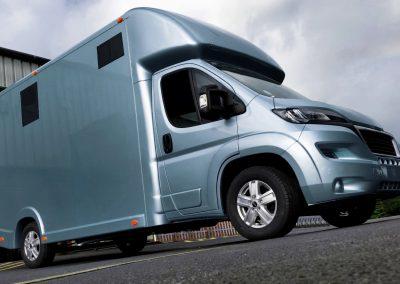 Aeos 3.5 tonne Compact horsebox in metallic blue