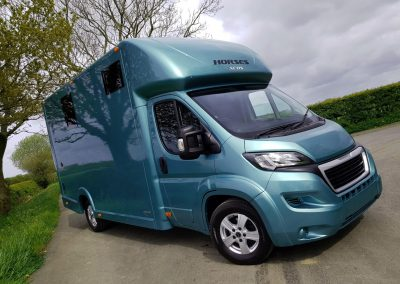 Aeos 3.5 tonne Compact horsebox in metallic green blue