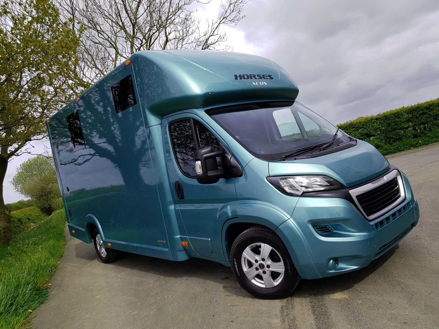 Safety conscious Aeos horsebox