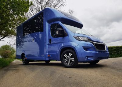 Aeos 3.5 tonne Compact horsebox in mid metallic blue