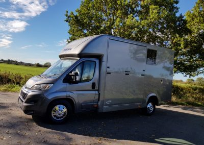 Aeos QV 4.5 horsebox in metallic grey