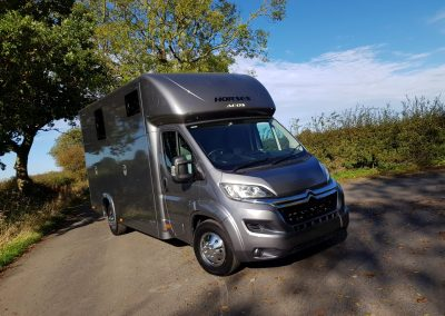 Aeos QV 4.5 horsebox - metallic grey